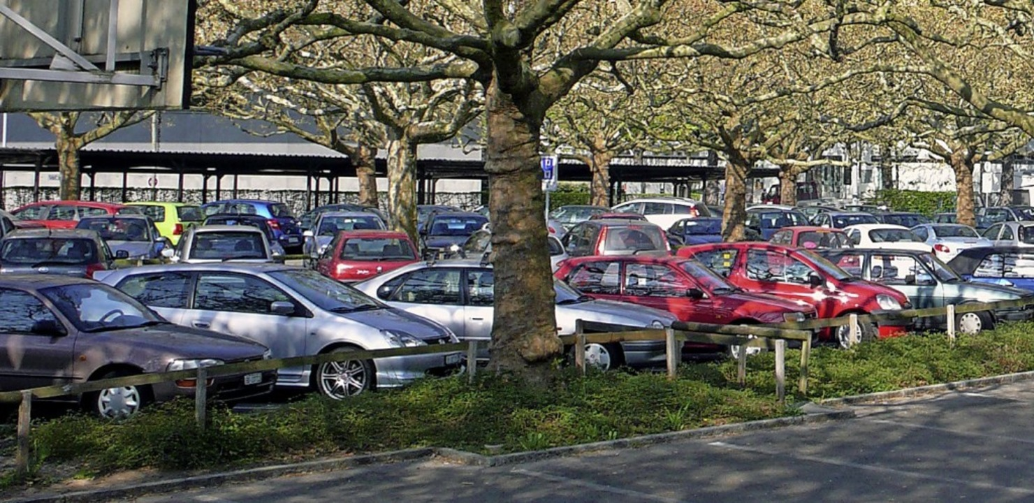 Auf dem Egliseeparkplatz werden die Gebühren vorübergehend erlassen.  | Foto: Juri Weiss