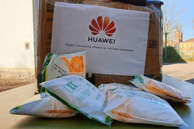 Chinesische Firma Huawei spendet dem Klinikum 1000 Schutzmasken