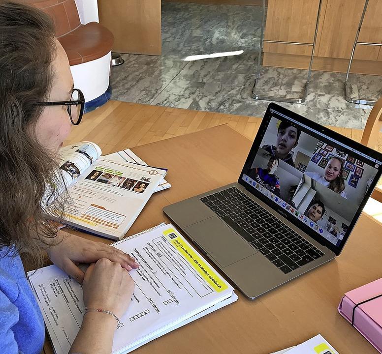 Unterricht in Zeiten von Corona: Lehre...rtuellen Klassenzimmer am Bildschirm.   | Foto: Privat