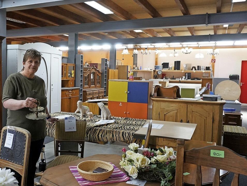 Viel Ware, keine Kunden: Eine PVD-Mita...n PVD-Secondhand Kaufhaus in Tiengen.   | Foto:  Ursula Freudig