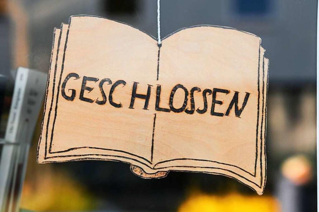 Geschlossene Geschäfte und Lokale &#82...tiativen am Kaiserstuhl wollen helfen.  | Foto: Uwe Zucchi (dpa)