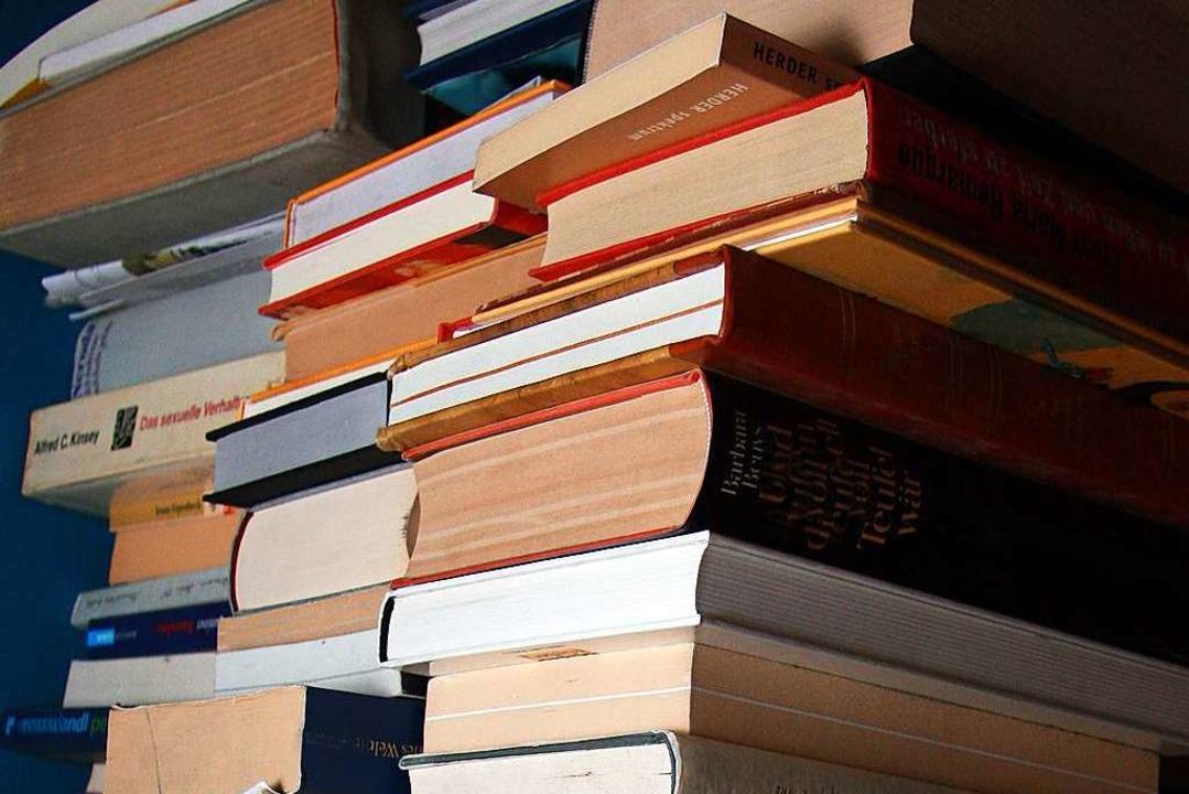 Wo sich die Bücher stapeln, gibt es Stoff zum Lesen.    Foto: mr.nico/fotolia.com