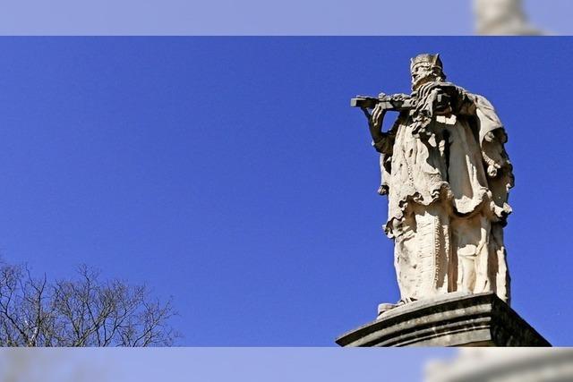 Bad Krozingens Nepomuk erfreut sich am blauen Himmel
