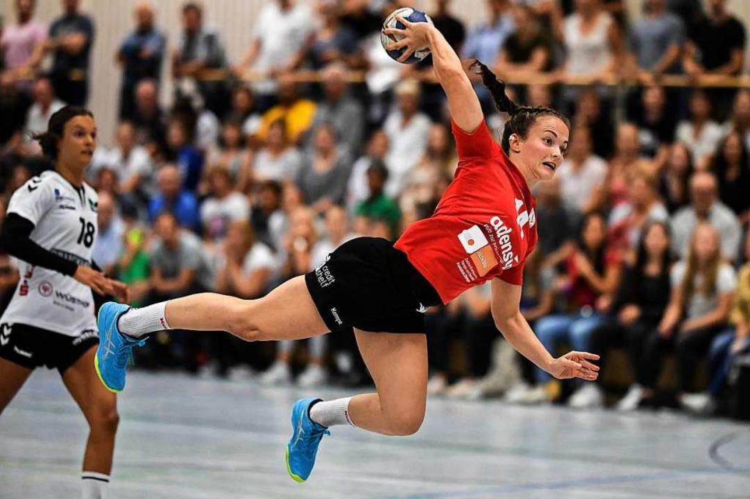 Ästhetin des Handballsports: Alica Bur...G Freiburg viele spektakuläre Treffer.  | Foto: Patrick Seeger