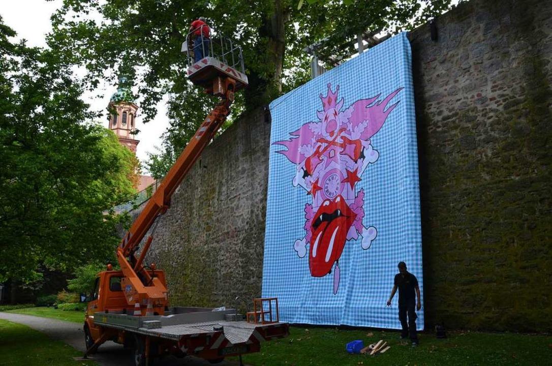 Großformate liegen dem Künstler: Hier ...ucksuhr an der Offenburger Stadtmauer.  | Foto: Helmut Seller