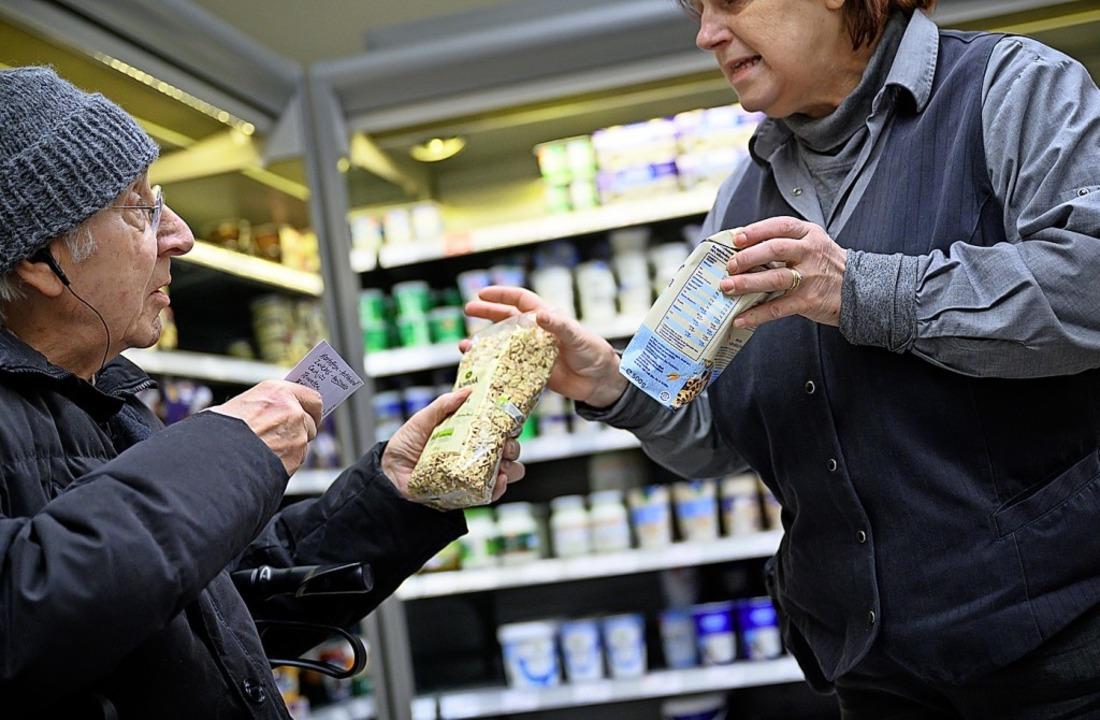 Wenn möglich, sollten ältere Menschen sich Lebensmittel bringen lassen.  | Foto: Sebastian Gollnow