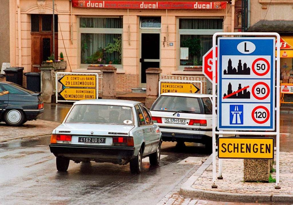 Blick auf den Ortseingang von Schengen...ach ihm benannte Abkommen ein Begriff.    Foto: Werner Baum (dpa)