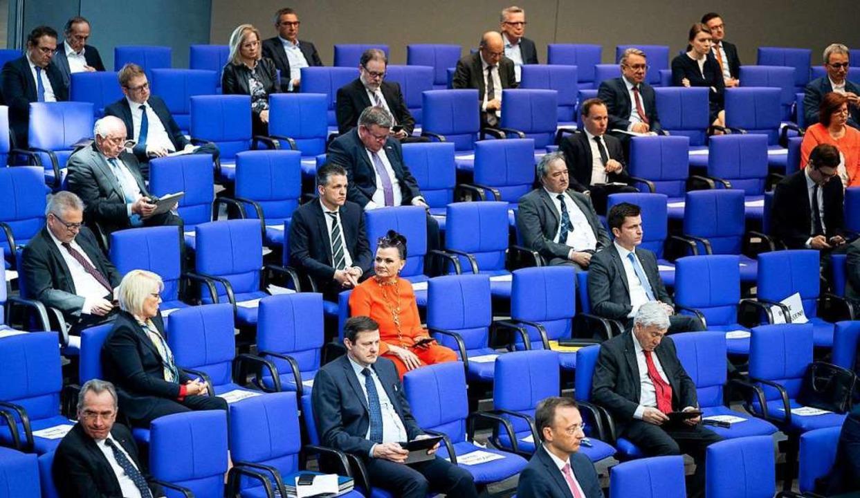 Handlungsfähig: Der Bundestag beschlos...tag folgt die Abstimmung im Bundesrat.  | Foto: Kay Nietfeld (dpa)