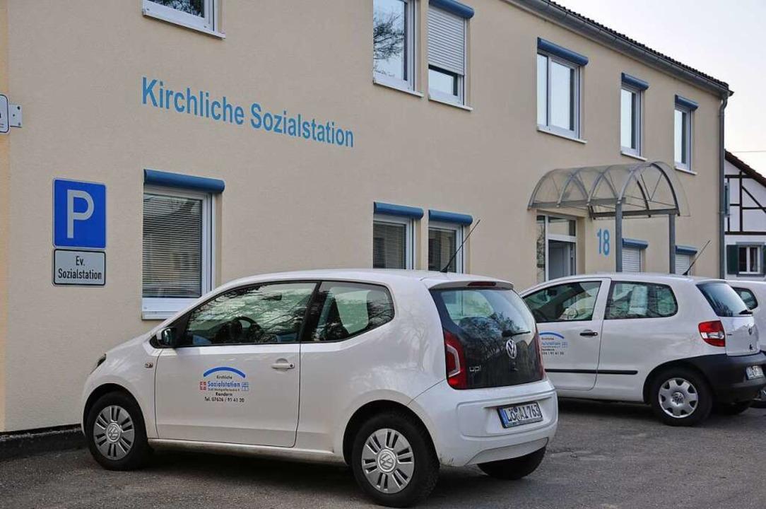 Immer auf dem Sprung: Fahrzeuge vor de...zialstation Markgräflerland in Kandern  | Foto: Jutta Schütz