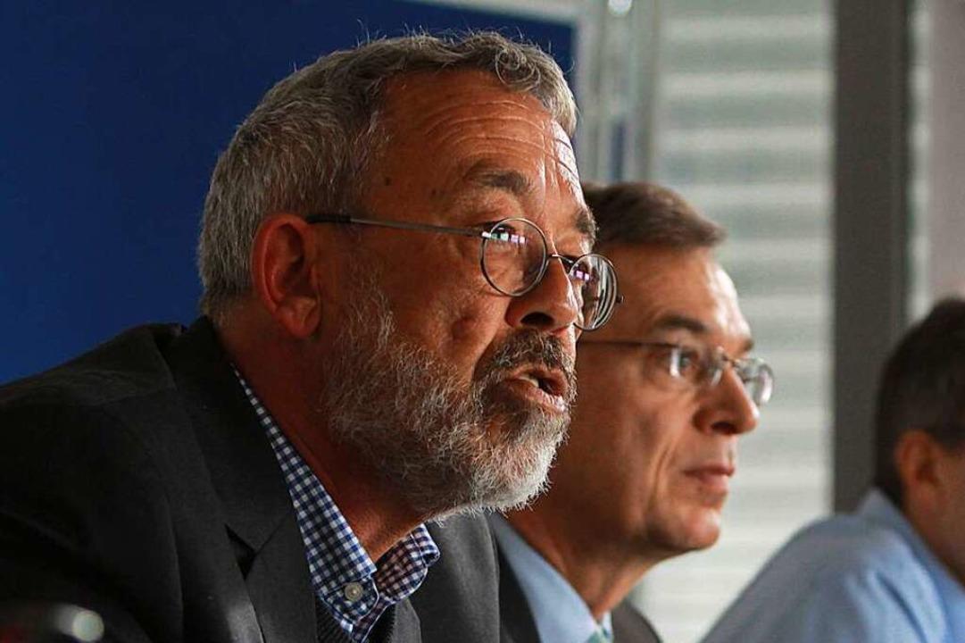 Gesundheitsamtschef Armin Dietz (links...erenz zum Thema Corona im Landratsamt.    Foto: Patrik Müller