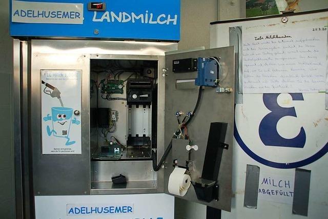 Unbekannte brechen Milchautomat in Adelhausen auf