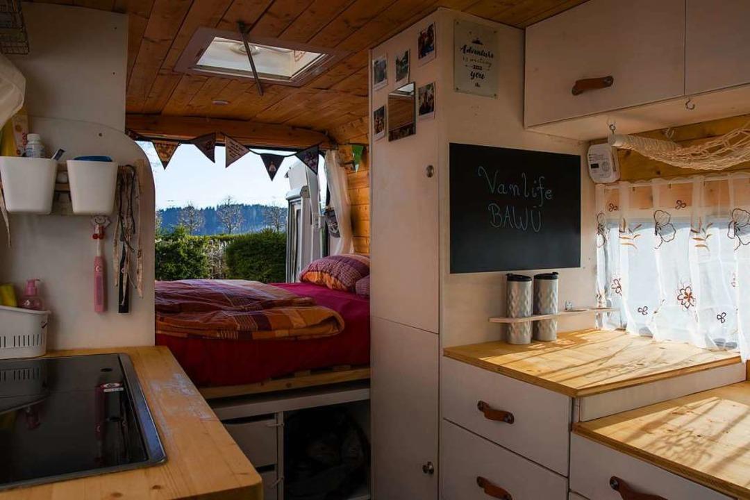 Gemütlich: Der liebevoll ausgebaute Innenraum von Piet  | Foto: Hans-Jochen Köpper