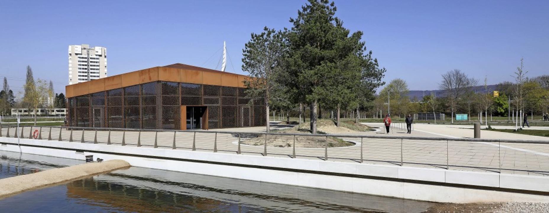 Das Haus am See soll einen neuen Pächt...ollen Parkplätze im Seepark entstehen.  | Foto: Christoph Breithaupt