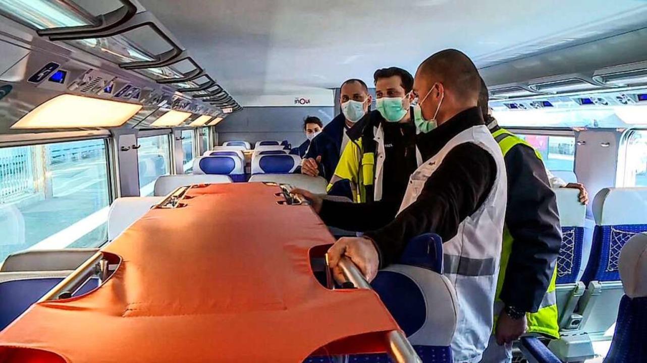 Mit einem TGV wurden Patientinnen und ...aßburg in andere Landesteile gebracht.  | Foto: - (AFP)