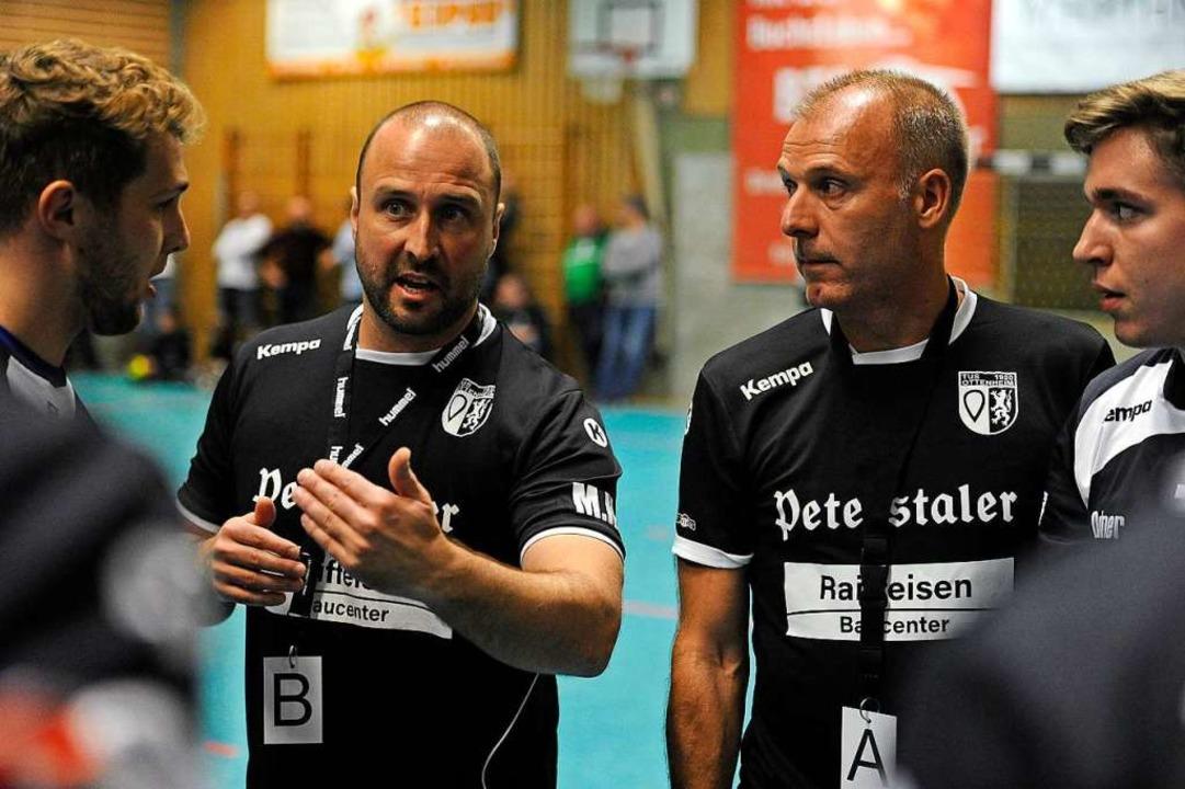 Markus Heimburger (Zweiter von links) ... von links) coachen den TuS Ottenheim.  | Foto: Bettina Schaller