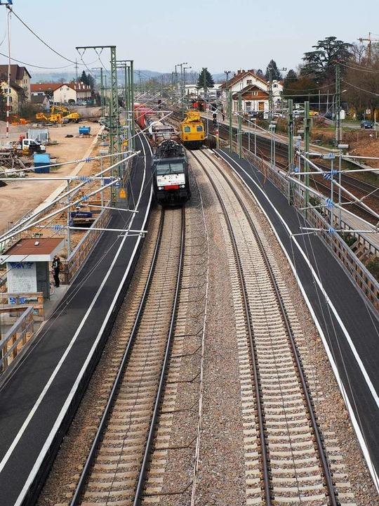 Der Behelfsbahnsteig zwei in Richtung ...s in Richtung Freiburg genutzt werden.  | Foto: Herbert Frey