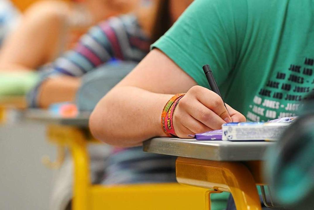 Eine schriftliche Abiturprüfung wird e... Säckingen frühestens Mitte Mai geben.    Foto: Armin Weigel