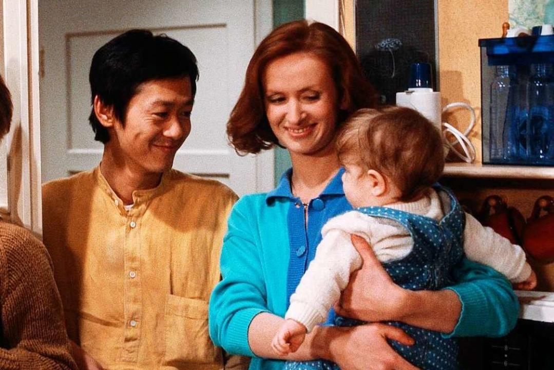 Irene Fischer als Anna Ziegler 1987 mit Filmkind.    Foto: © WDR/Dietmar Seip