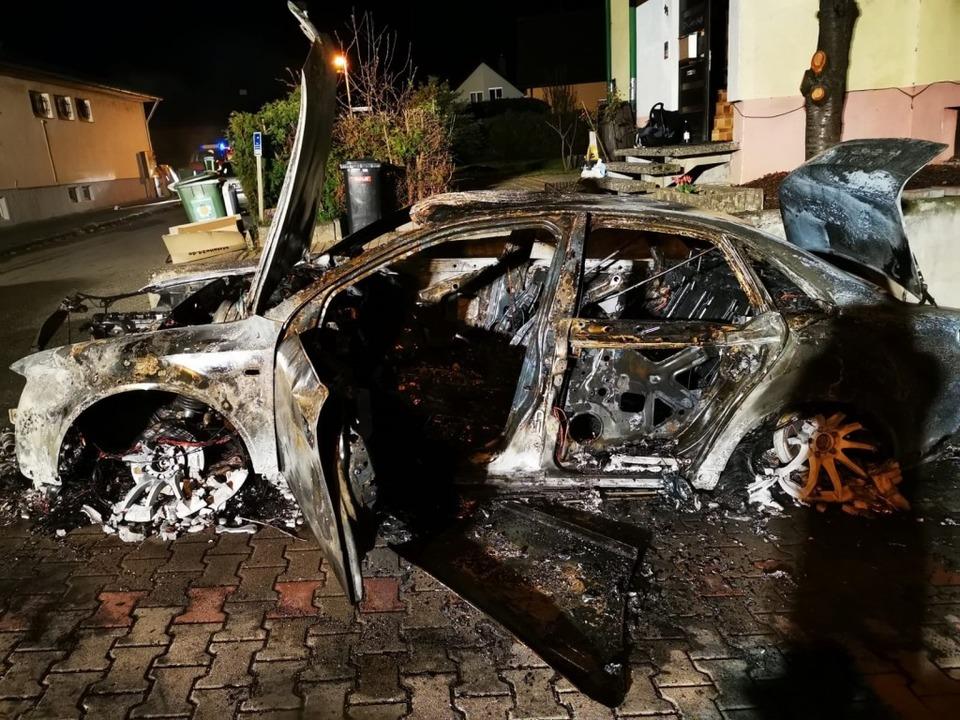 Der Audi war nicht mehr zu retten.  | Foto: Friedrich Tulinow
