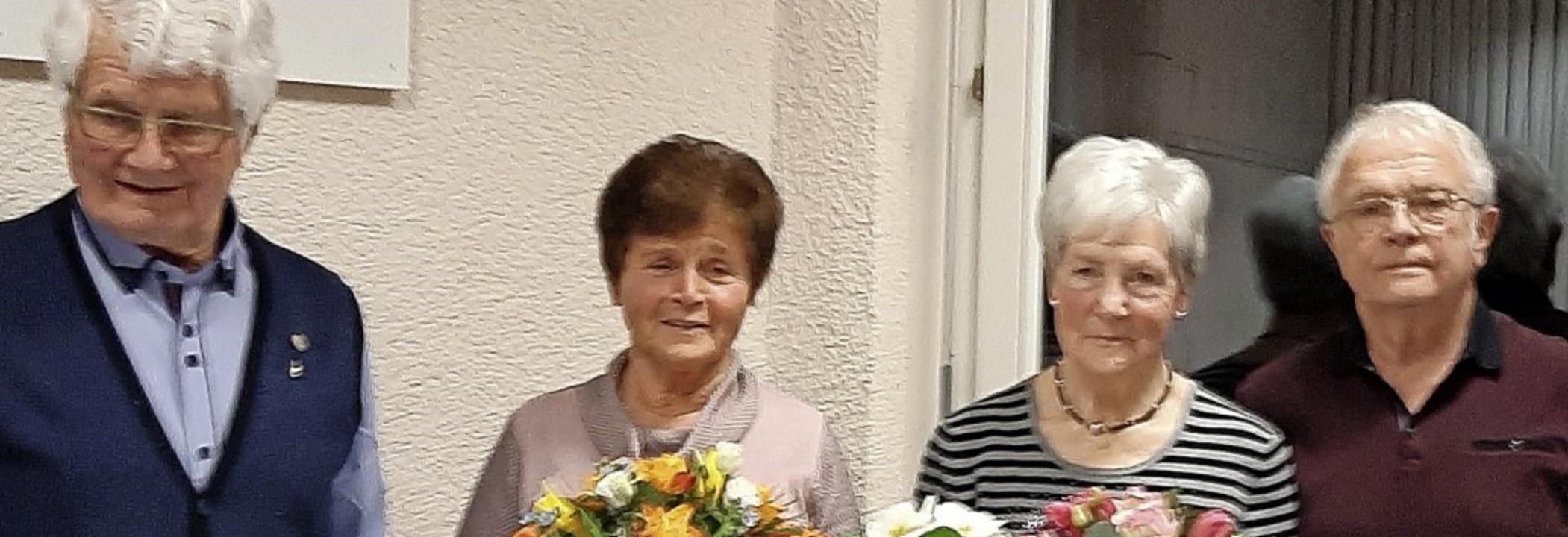 Geehrt: Siegfried Gässler mit Ehefrau ...Hermann Lehmann mit Ehefrau Hildegard.  | Foto: privat