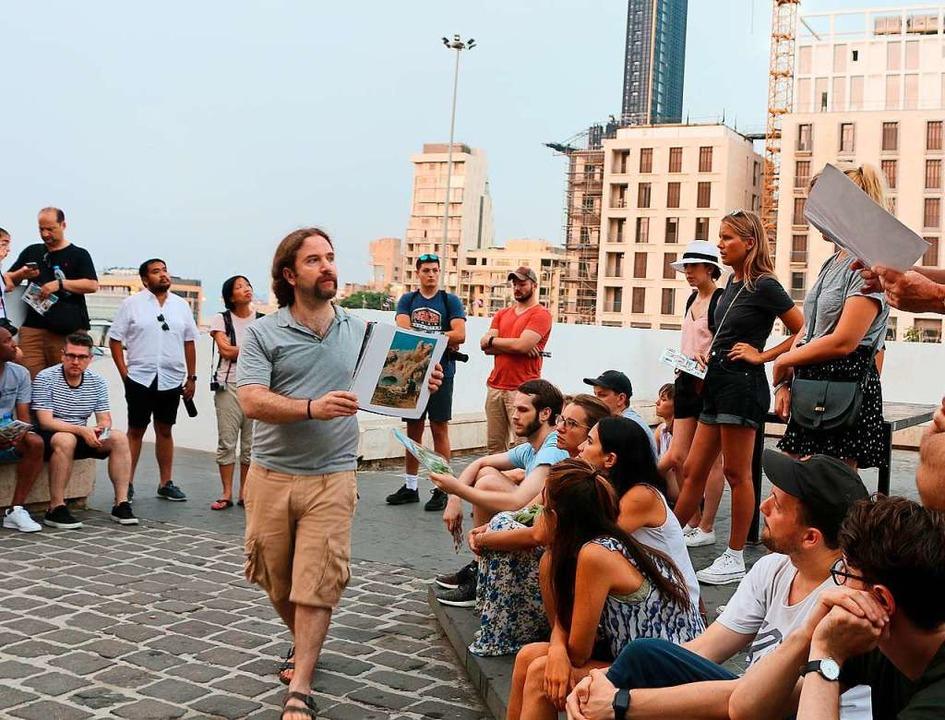 Historiker Ronnie Chatah bei einer seiner begehrten Stadtführungen zu Fuß  | Foto: Ronnie Chatah