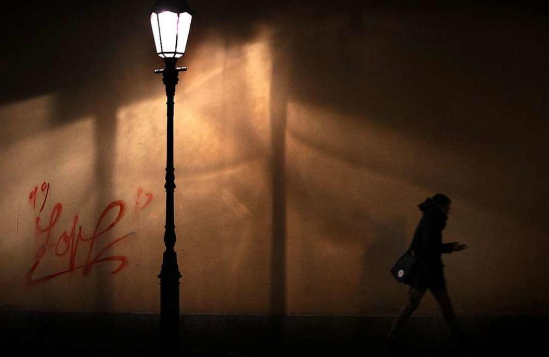 Der Heimweg könnte für die Menschen in...Ortsteilen dunkel werden (Symbolbild).    Foto: Karl-Josef Hildenbrand