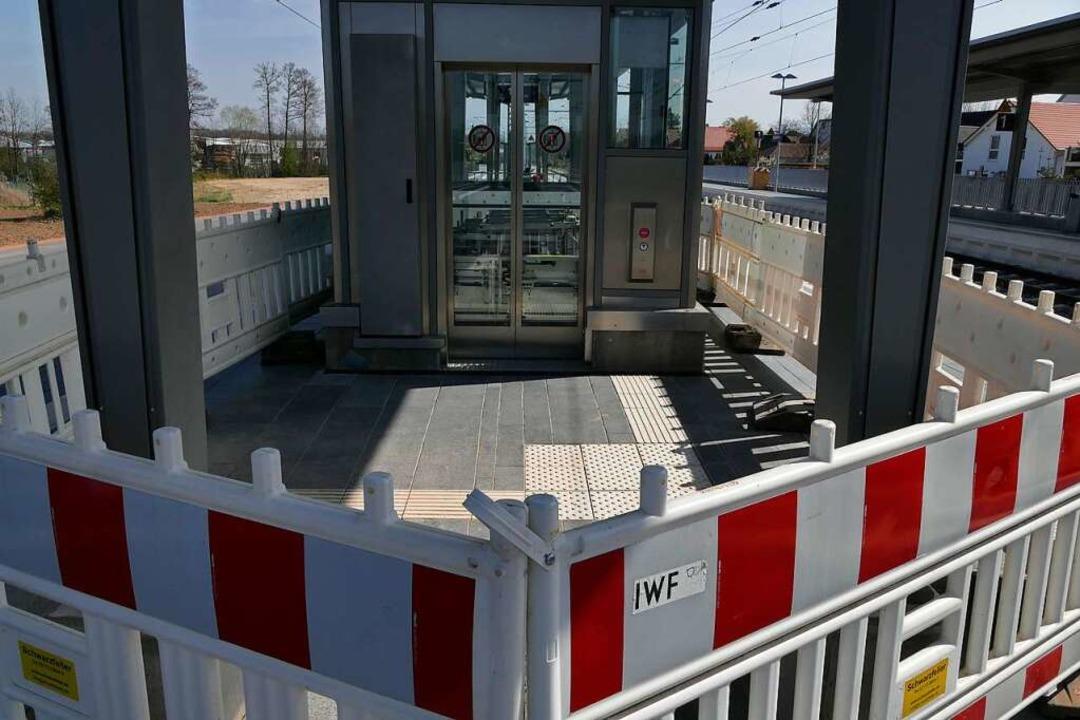 Immer noch gesperrt: der neue Fahrstuhl im Bahnhof Gottenheim.  | Foto: Manfred Frietsch