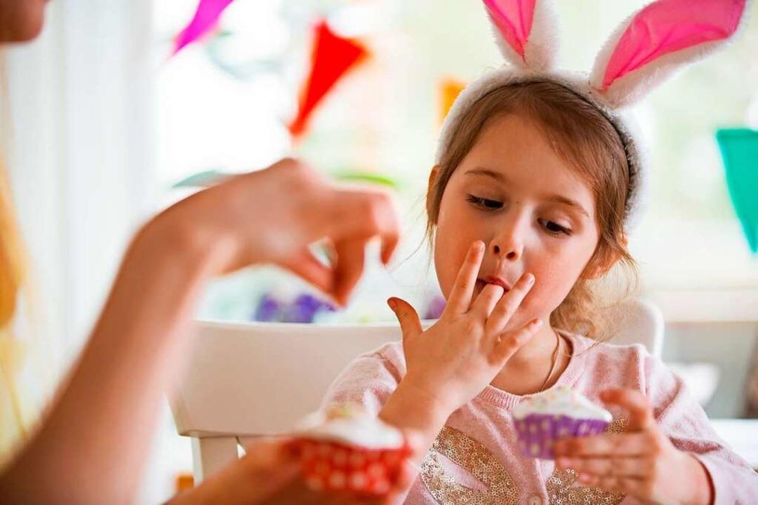 Kinder haben bei der Osterbäckerei große Freude.  | Foto: Aleksandra Suzi - stock.adobe.com