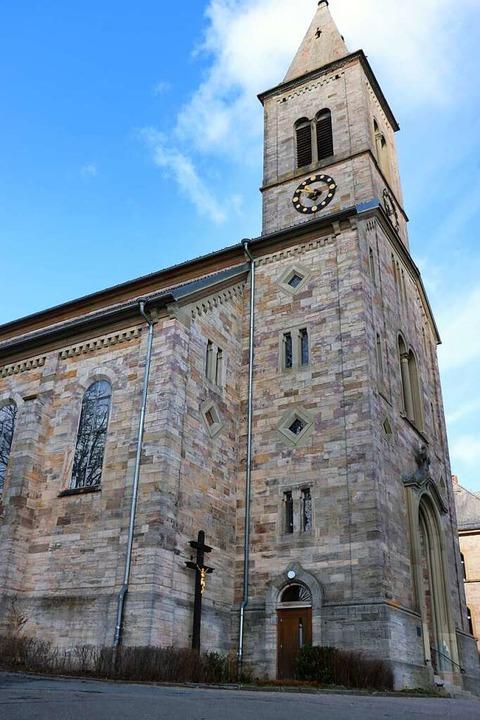 Vom Kirchturm aus erklingen täglich die Glocken.  | Foto: Martha Weishaar