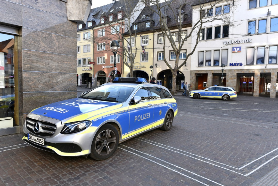 Die Polizei kontrolliert die Einhaltung der Corona-Verordnung  | Foto: Thomas Kunz