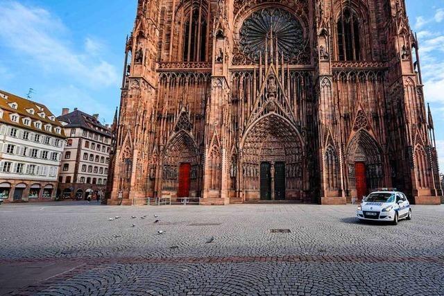 Überfüllte Kliniken und menschenleere Plätze in Straßburg