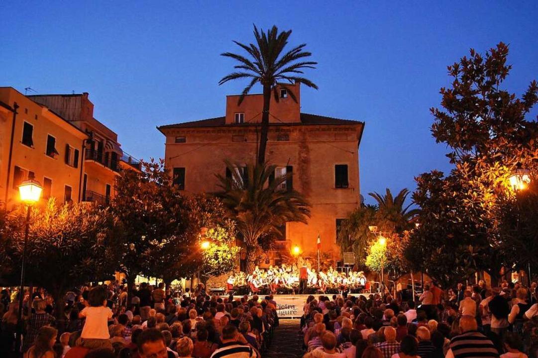 In Pietra Ligure wird gerne gefeiert, ...rscht dort ein strenges Ausgehverbot.     Foto: Franz Späth