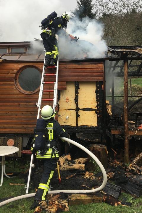 Staufener Feuerwehrleute im Einsatz.  | Foto: Feuerwehr Staufen