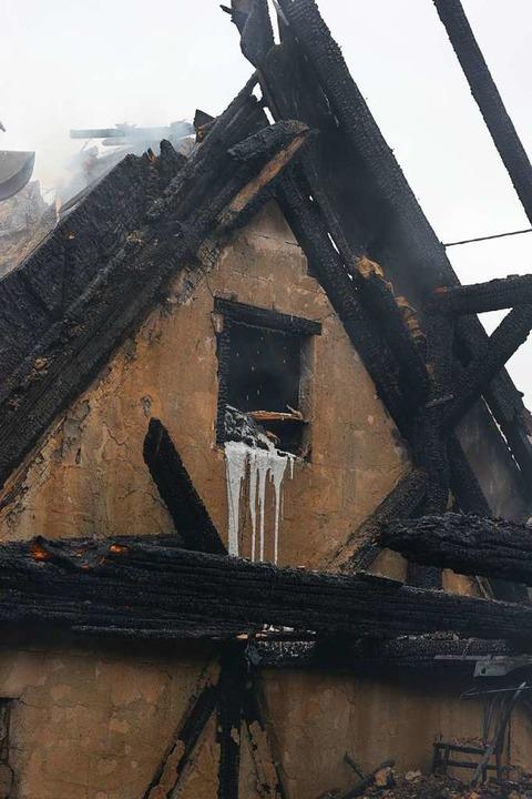 Der Brand in Biengen löste einen Große...von Feuerwehr und Rettungskräften aus.  | Foto: Alexander Huber