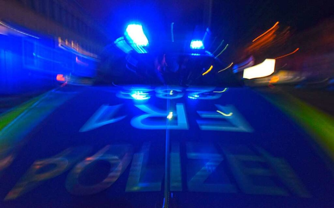 Die Polizei ermittelt nach einem Unfall auf der A5 bei Riegel.    Foto: Patrick Seeger (dpa)