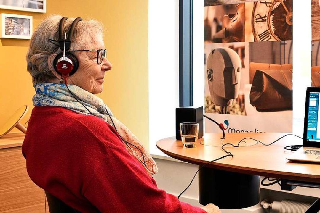 Die Firma Sorg bietet Hörgeräte speziell für Frauen  | Foto: Thomas Kunz