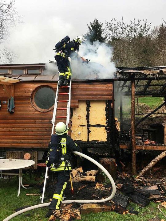 Der Brand des Wagen in Staufen-Kropbac...hnell unter Kontrolle gebracht werden.  | Foto: Feuerwehr Staufen