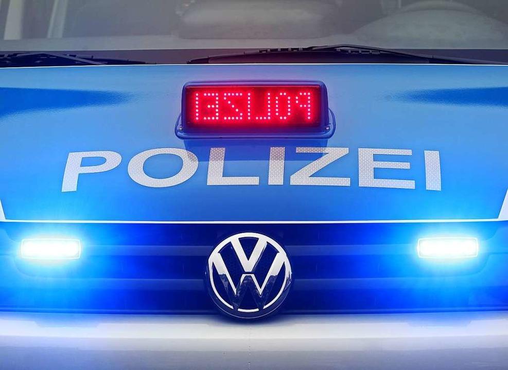 Als eine Polizeistreife einen Grillpla...chein bei Driftübungen mit einem Auto.  | Foto: Roland Weihrauch