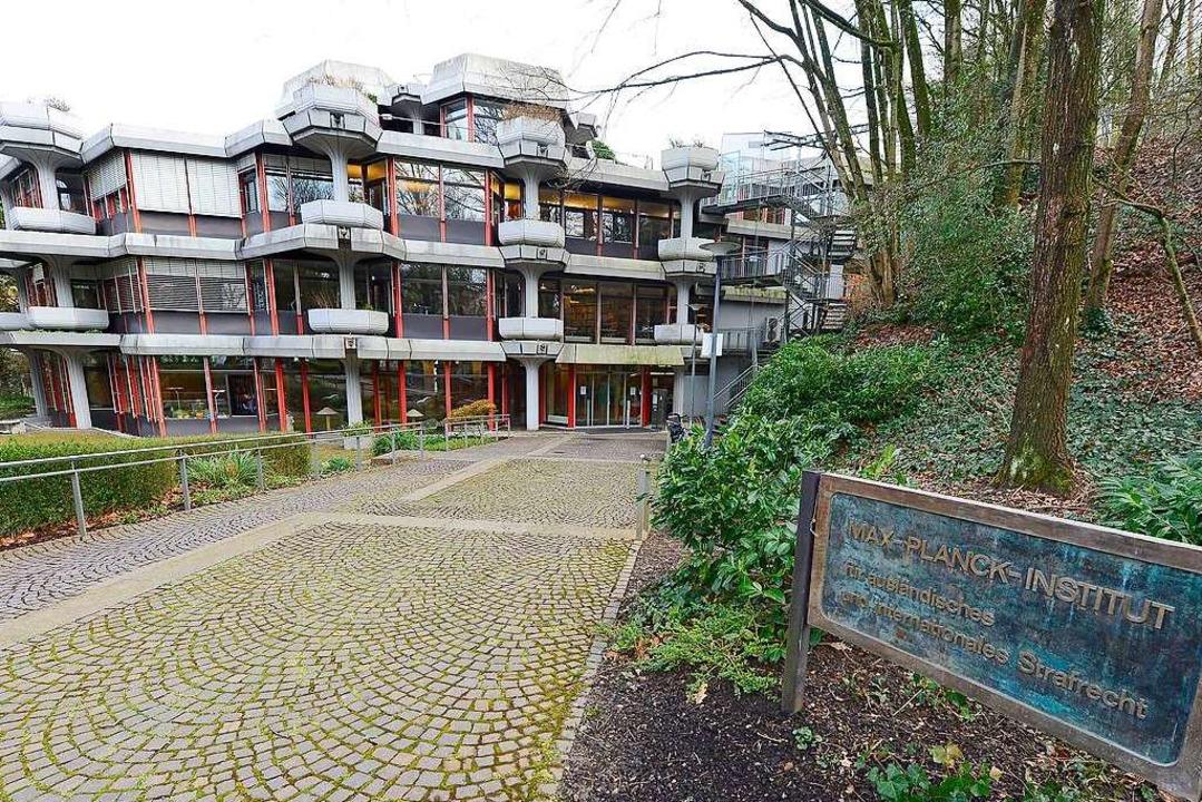 Das Institut im Freiburger Stadtteil W...er anderem das Schild erneuern müssen.  | Foto: Ingo Schneider