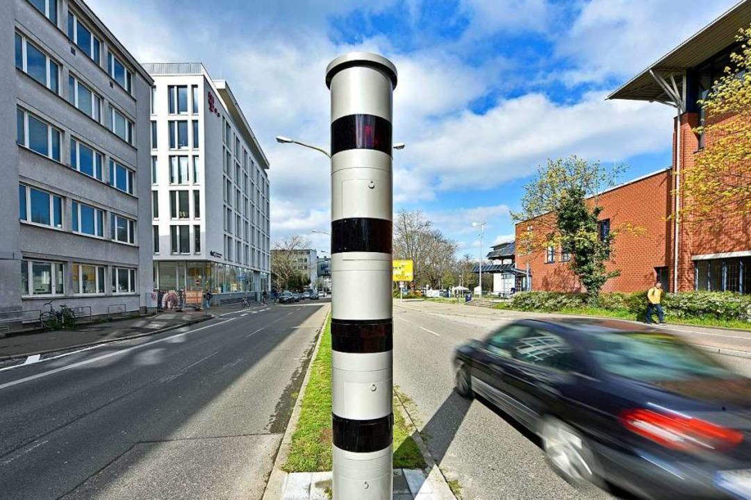 Der neue Blitzer auf der Friedrichstraße in der Freiburger Innenstadt.  | Foto: Michael Bamberger