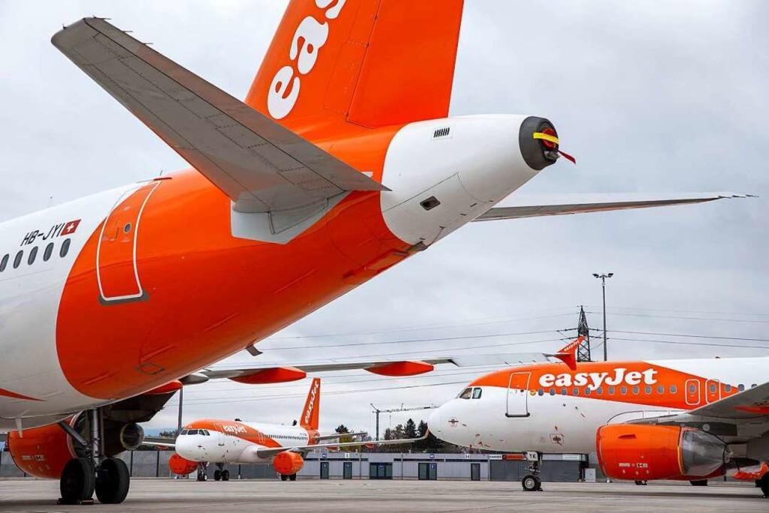 Die Fluggesellschaft Easyjet lässt ihr...ne Buchung nach der anderen storniert.  | Foto: Salvatore Di Nolfi (dpa)