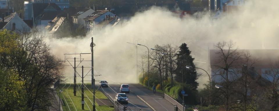 Feuer im Blochackerweg verursacht Stromausfall in Freiburg-Haslach