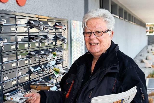 Auch in Corona-Zeiten trägt Brigitte Reichardt die BZ in Freiburg aus