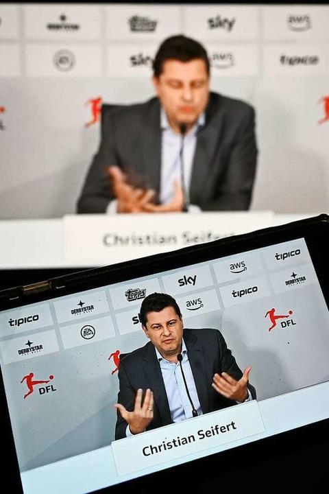 DFL-Chef Christian Seifert während der virtuellen Pressekonferenz.  | Foto: Arne Dedert (dpa)