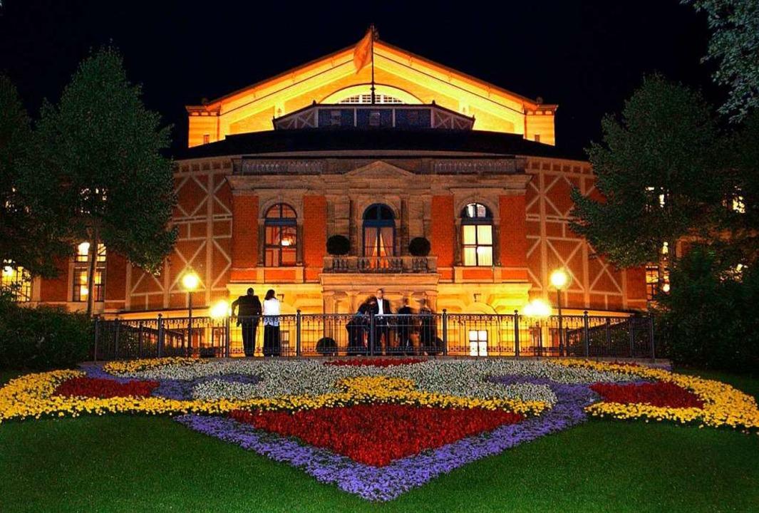 2020 gehen hier keine Lichter an: das Festspielhaus in Bayreuth.  | Foto: Marcus Führer