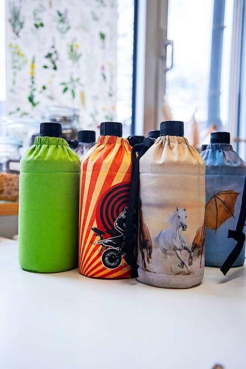 Trinkflaschen für die Schüler   | Foto: Joss Andres