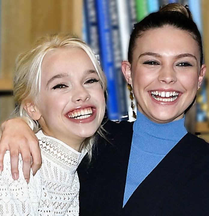 Zusammen auf Sendung: Katharina (links) und Harriet  | Foto: Jens Kalaene (dpa)