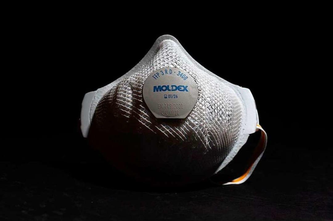 Eine FFP3-Maske: Es gibt nicht genug Exemplare auf dem Weltmarkt.    Foto: THOMAS KIENZLE (AFP)