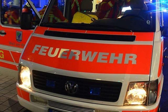 Feuer auf Balkon nach Arbeit mit Gasbrenner in Weil am Rhein