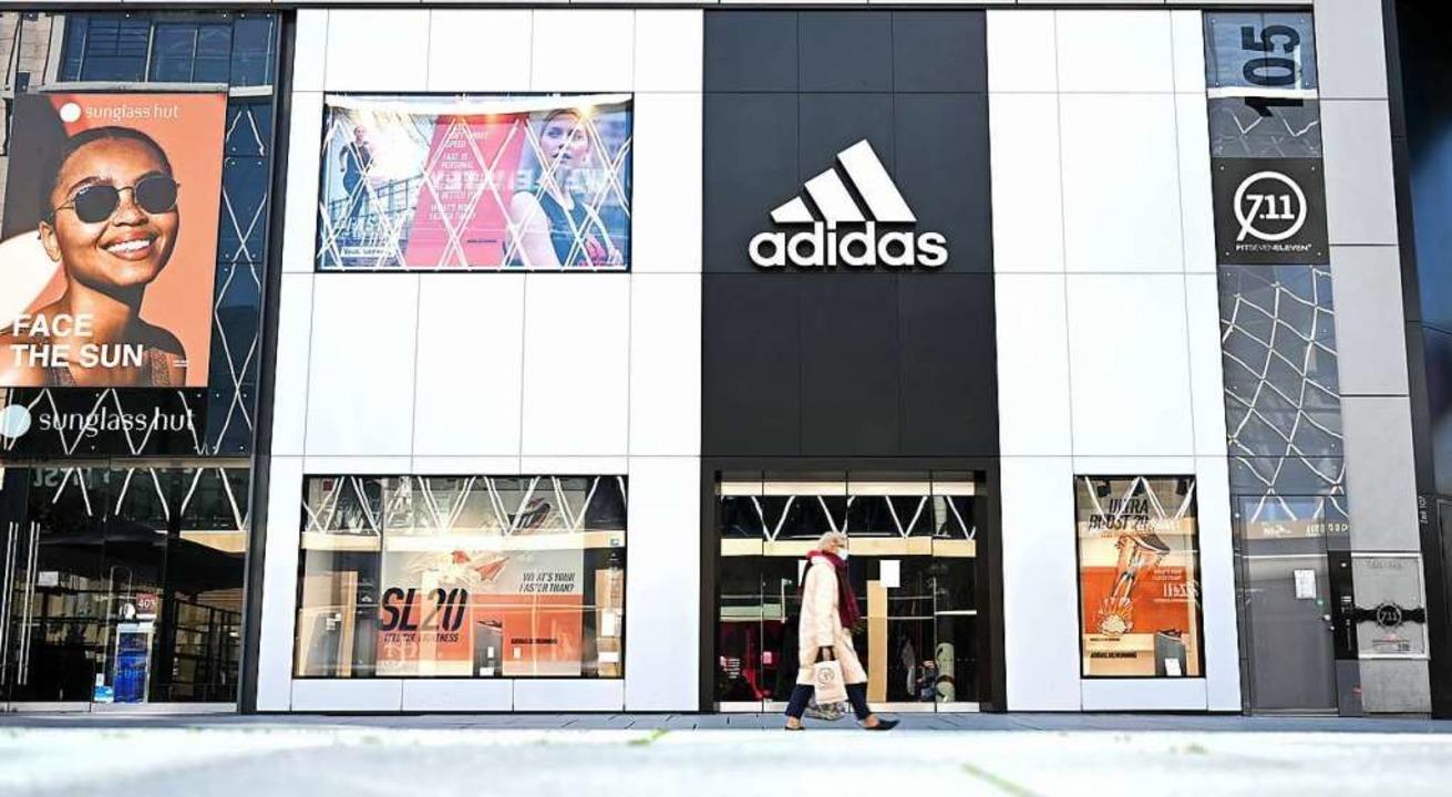 Adidas-Läden sind geschlossen.  | Foto: Arne Dedert (dpa)
